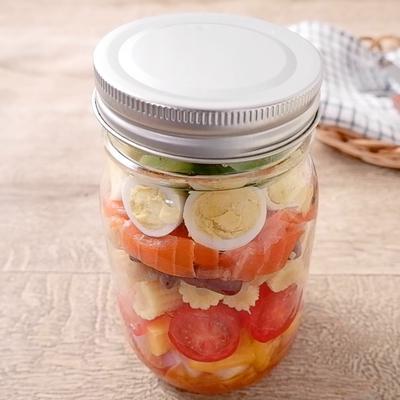 彩り野菜とサーモンのジャーサラダ