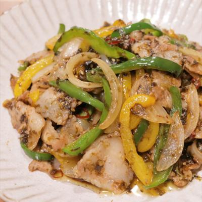 ピーマンと豚バラ肉の海苔佃煮炒め