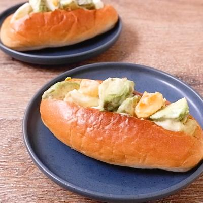 アボカドと卵のサンドイッチ