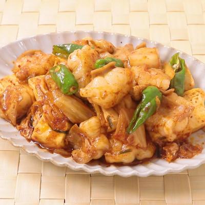 ピリ辛 牛ホルモンと豆腐のキムチ炒め