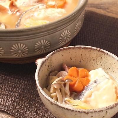 鮭と白菜のとろーりみそチーズ鍋