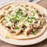 チーズたっぷり 豚ひき肉ときのこの和風ピザ