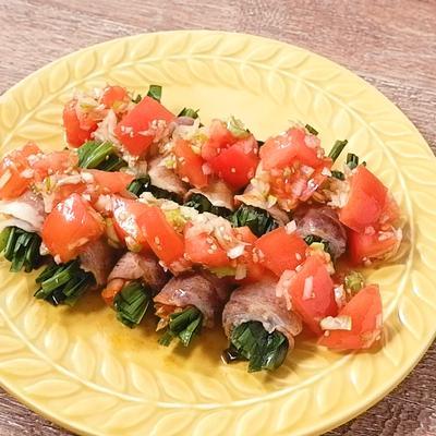 トマトだれで食べる ニラとキムチのレンチン肉巻き