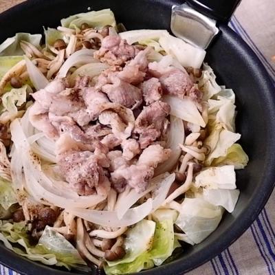 ごま油香る 豚肉と野菜の塩酒蒸し
