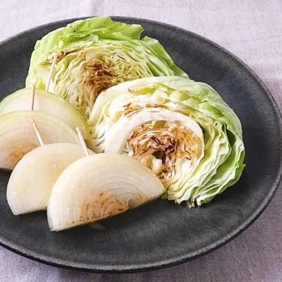 フライパンで簡単 キャベツと玉ねぎの蒸し焼き