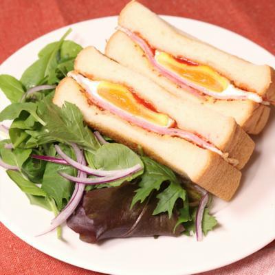 ベーコンエッグサンドイッチ