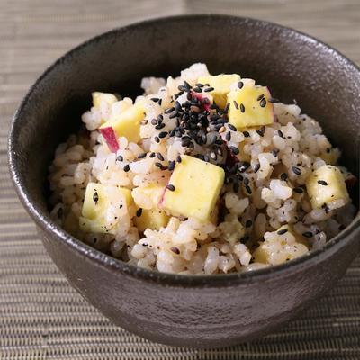 ごま香る さつまいもの玄米混ぜご飯