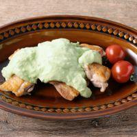 鶏もも肉の濃厚アボカドソース