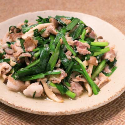ニラと豚バラの塩麹炒め