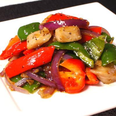 本格的!豚トロと彩り野菜の黒こしょう炒め