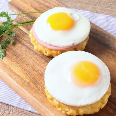 朝食に 目玉焼き乗せハッシュドポテト