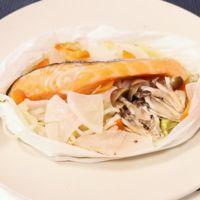 クッキングシートで包むだけ!白菜と鮭のレンジ蒸し