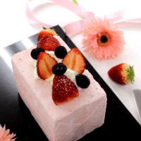 冷やすだけで簡単!\n苺のアイスケーキ