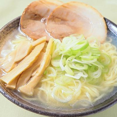 簡単でおいしい 手作りスープの塩ラーメン