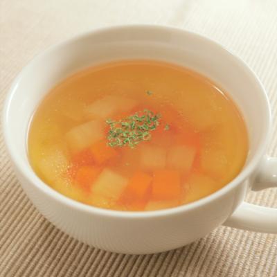 シンプル大根とにんじんのコンソメスープ