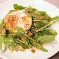 ゴマドレ香る!アスパラガスと水菜の卵サラダ