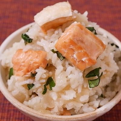 鮭ハラスとバジルの洋風の炊き込みご飯