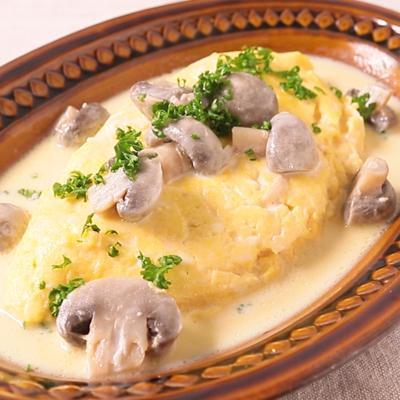 キノコソースでリコッタチーズのオムレツ