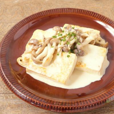 きのこクリームソースの豆腐ステーキ