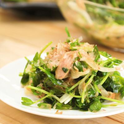 シャキシャキ 豆苗と新玉ねぎのサラダ