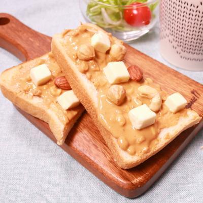 簡単!ピーナッツバターとクリームチーズのトースト