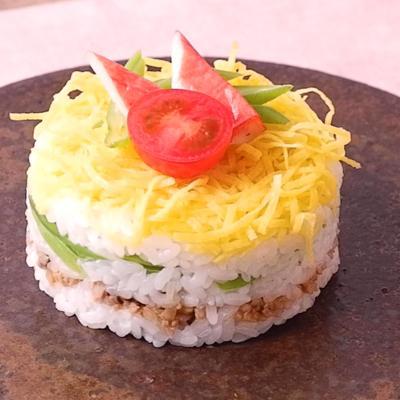 ひな祭りに華やかミルフィーユ寿司
