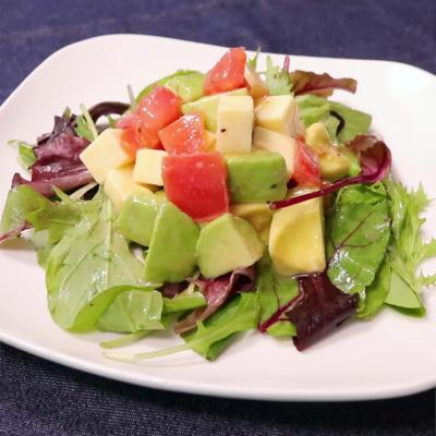アボカドとトマトのササッと簡単サラダ