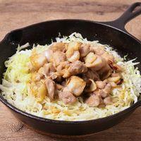 あつあつスキレットでキャベツと鶏もも肉のポン酢炒め