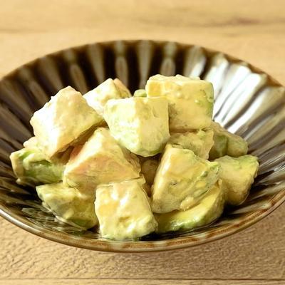 10分で作れる サラダチキンとアボカドの醤油マヨ和え