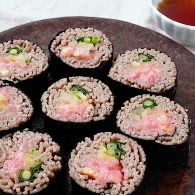 そばで作るネギトロ巻き寿司