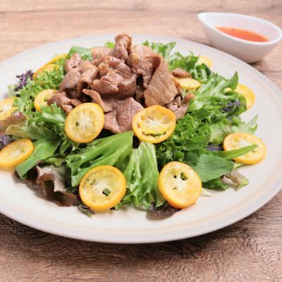 豚こま肉の爽やか金柑サラダ