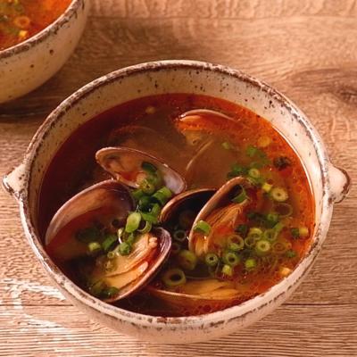 ラー油でピリ辛 アサリのスープ