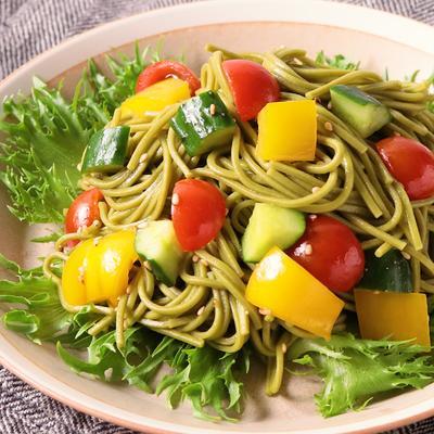 茶そばと彩り野菜のコロコロサラダ