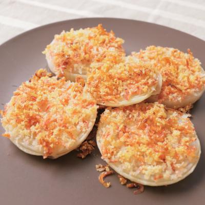 玉ねぎと桜エビのパルメザンパン粉焼き