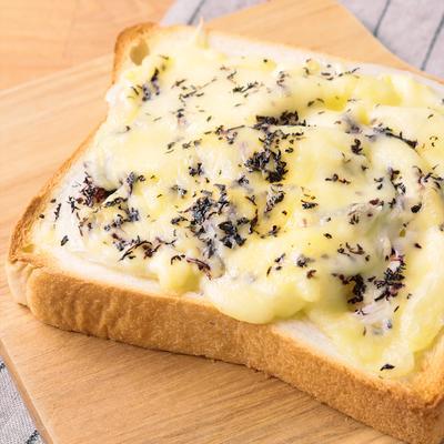 赤しそと玉ねぎのチーズトースト