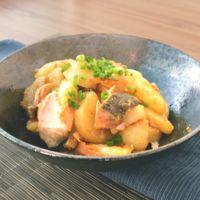 秋鮭とじゃがいもの味噌バター醤油炒め