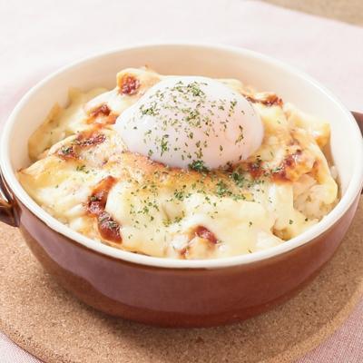 半熟卵とサラダチキンのドリア風