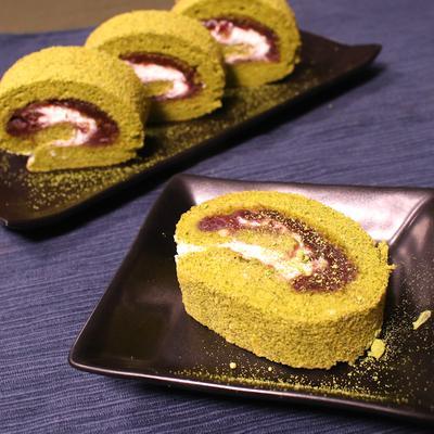 ふわふわ生地が美味しい!粒あんたっぷりの抹茶ロールケーキ