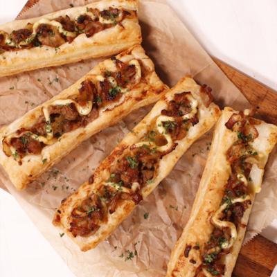 片手でパクパク食べられる!焼肉のせスティックパイ