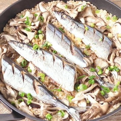 フライパン一つで 秋刀魚とキノコの和風パエリア