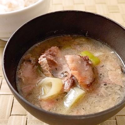 サバ缶と長ねぎの味噌汁