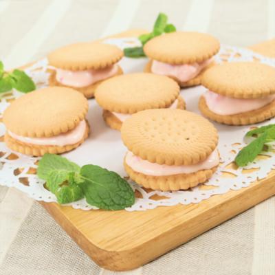 簡単おやつ いちごクリームサンドクッキー