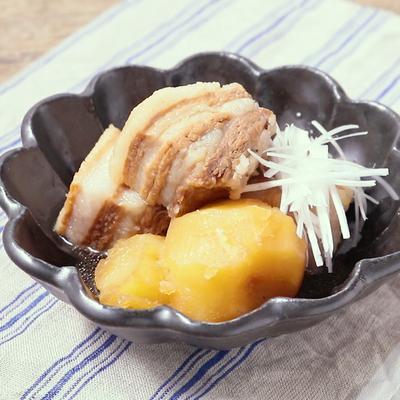 豚の角煮で シンプル肉じゃが