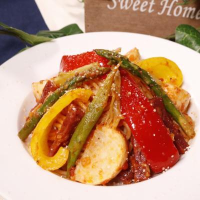 サラミと彩り野菜のトマトパスタ
