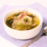 ほっとする味わい!新玉ねぎとわかめの中華風スープ