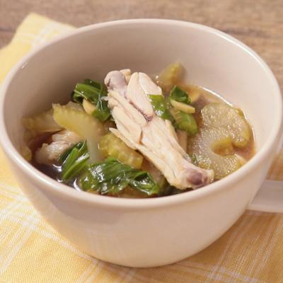鶏手羽中とセロリのスープ