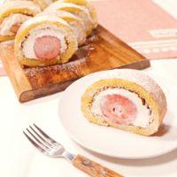 ホットケーキミックスで簡単!ふわふわ苺のロールケーキ