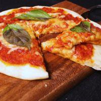 生地もソースも手作り マルゲリータピザ