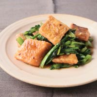 鮭と小松菜のオイスター炒め
