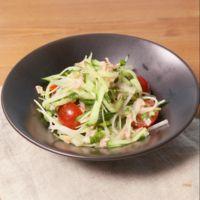 ベーコンドレッシングで食べるきゅうりとセロリのサラダ